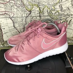 Nike Roshe One GS size 7y new in box